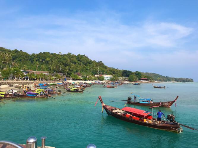 「タイのピピ島ってどんな場所?はじめて行く人に向けたピピ島基本情報」トンサイ湾・トンサイビーチ