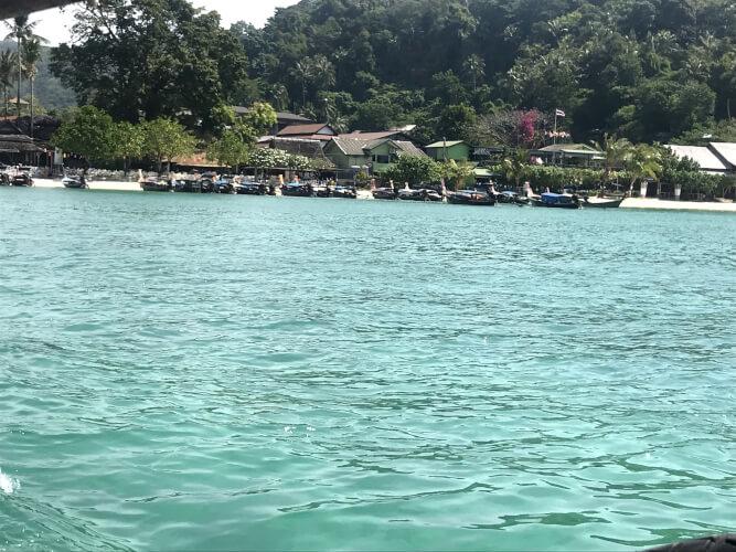 「タイのピピ島ってどんな場所?はじめて行く人に向けたピピ島基本情報」バイキングビーチ2