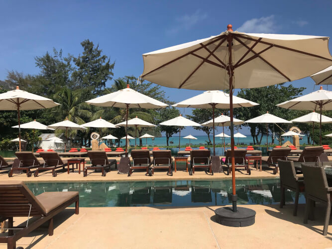 「タイのピピ島ってどんな場所?はじめて行く人に向けたピピ島基本情報」ピーピーチャーリービーチリゾート