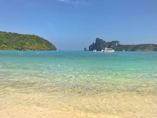「タイのピピ島ってどんな場所?はじめて行く人に向けたピピ島基本情報」ローダラムビーチ