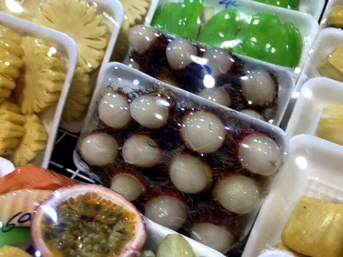 タイのプーケットってどんな場所?はじめて行く人に向けたプーケット基本情報:タイのフルーツ「ンゴ」(ランブータン)