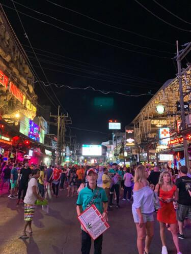 タイのプーケットってどんな場所?はじめて行く人に向けたプーケット基本情報:パトンビーチのナイトクラブ